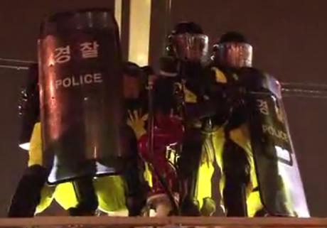 경찰, 한진중 희망버스 '과잉진압'