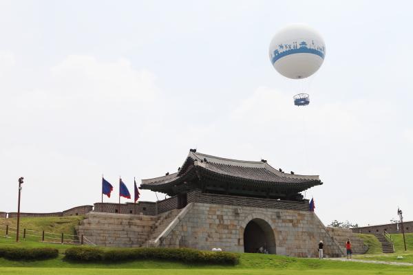 하늘을 날며, 관광하는 헬륨기구 - 플라잉수원 런칭행사